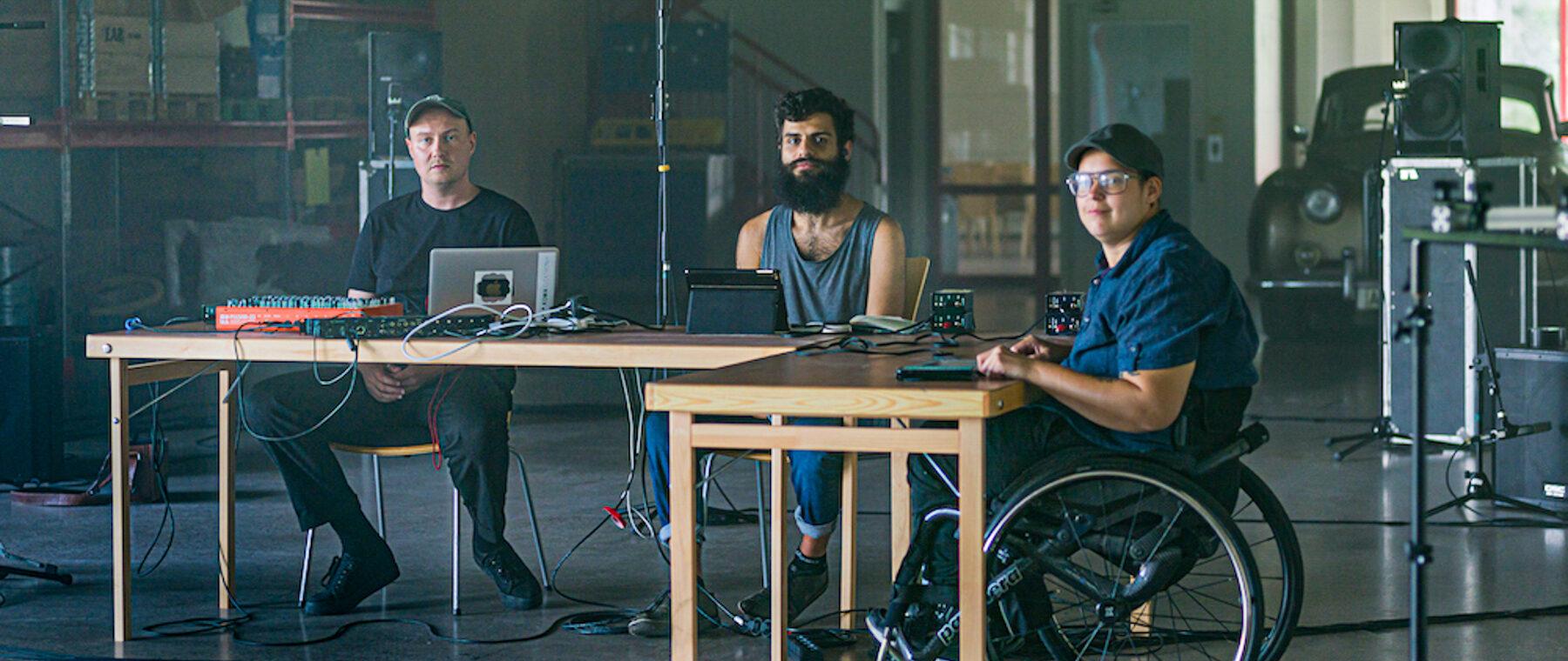 Den inkluderande musikensemblen Elefantöra under en filminspelning 2020 inför Region Jönköpings läns Kulturfesten, en digital kulturfestival. Foto: Stephan Bozic