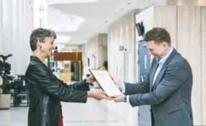 KMH hands over certificate to Kvarnby School