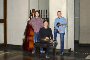Arvyan Trio är en modern jazzgrupp med influenser från flera håll. Trion består av Arvid Andersson på gitarr, Arvid Hedrenius på bas och Ryan Ward på trummor. Arvyan Trio grundades 2017 och har spelat bebop, latin, funk och mycket egenskriven musik i olika sammanhang. Medlemmarna går i samma klass på Södra Latins spetsutbildning i musik, där de också träffades. Alla tre har haft en mångsidig musikutbildning som har innehållit såväl klassisk som jazz och mycket annat.