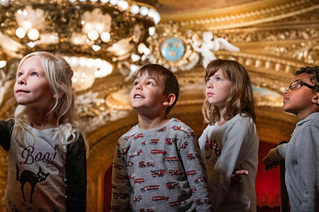 Barn besöker det magiska huset – Kungliga Operan i Stockholm