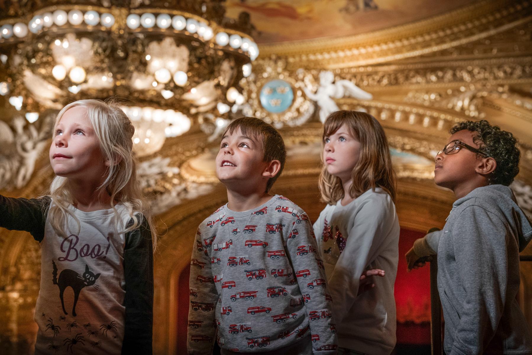 Barn besöker det magiska huset – Kungliga Operan i Stockholm - Signatur